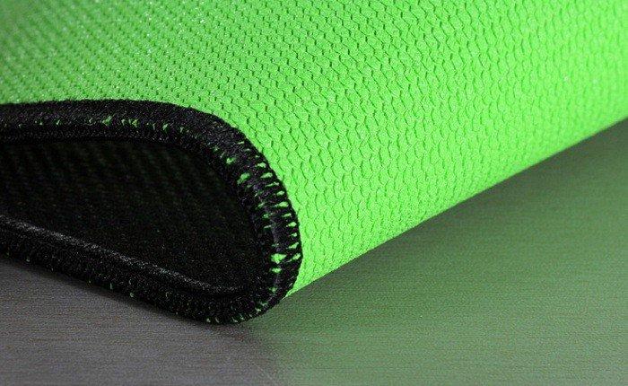 Прошитые края коврика Razer не растреплются