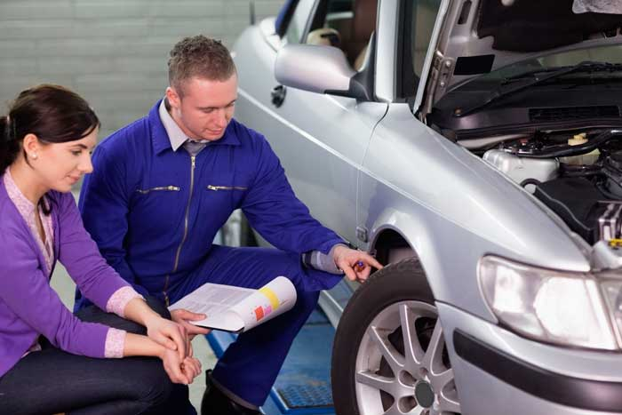 Специалист из автомастерской быстро оценит состояние авто и даст заключение