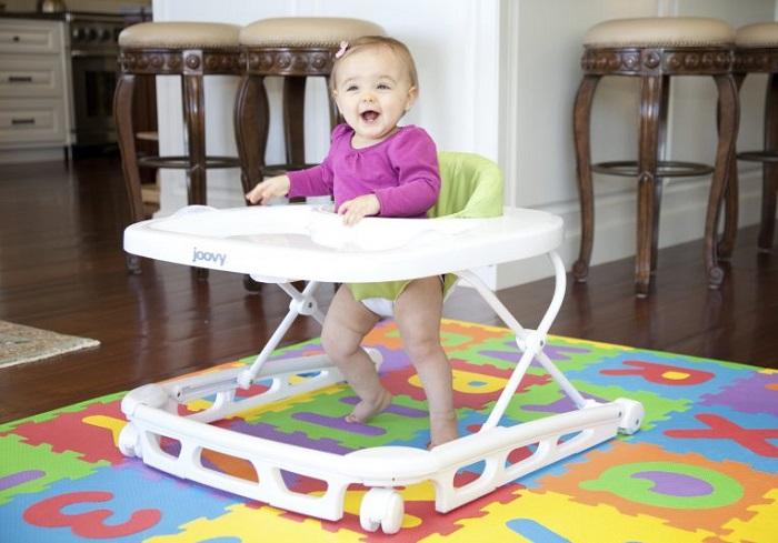 Приобретайте ходунки, когда малыш сможет самостоятельно сидеть длительное время