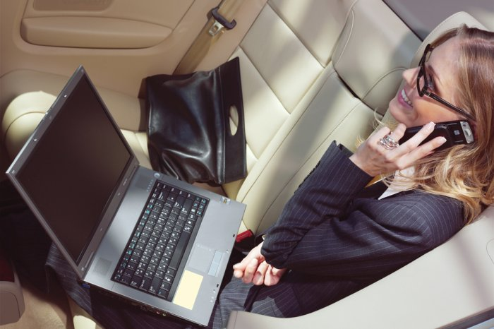 Тонкие ноутбуки удобно брать в деловые поездки, командировки и путешествия
