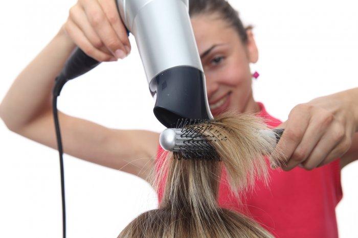 Чем выше мощность, тем меньше времени требуется на сушку волос