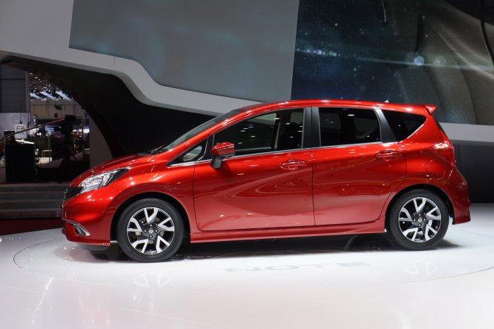 Nissan Note — просторный пятидверный хэтчбек