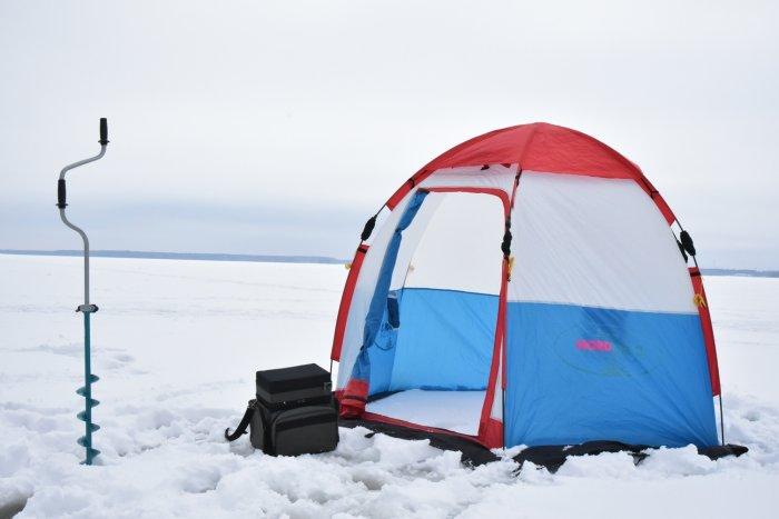 Качественная зимняя палатка поможет совладать с холодом и ветром