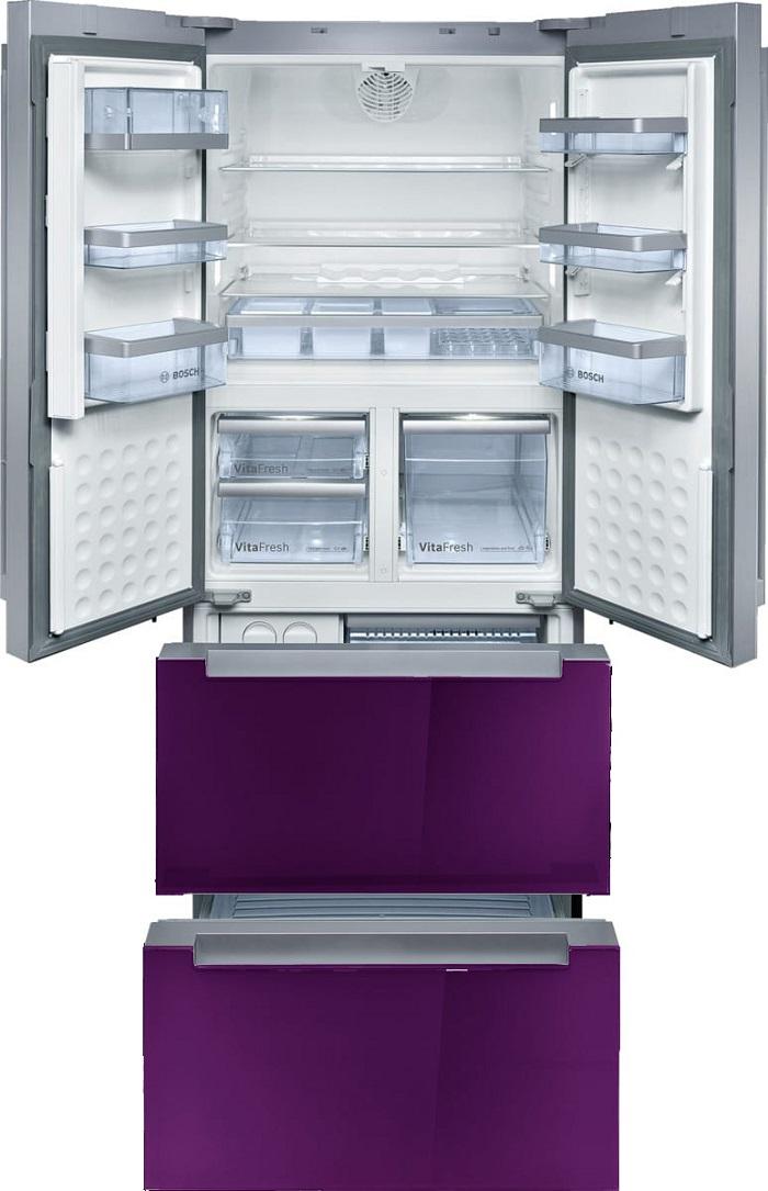 Полки в холодильнике изготовлены из ударопрочного стекла