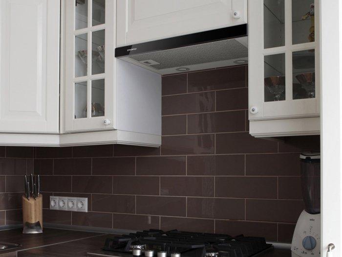 Эффективно очищает кухню от неприятных запахов