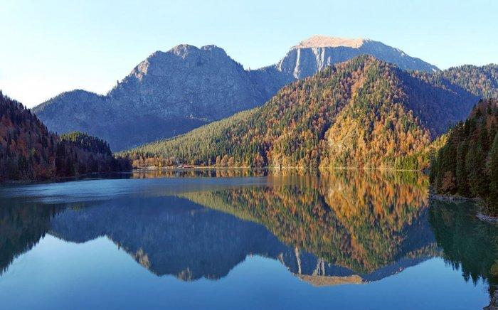 Озеро Рица в Абхазии - изумрудное чудо природы