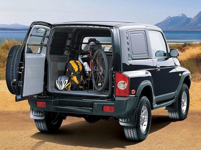 Размер багажника можно легко увеличить, сложив задние сидения