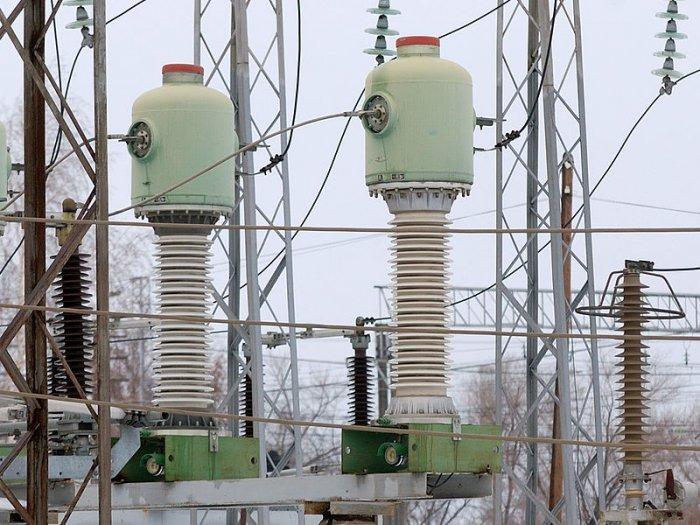 Высоковольтные трансформаторы присоединяют к нагрузочной системе посредством специальных болтов