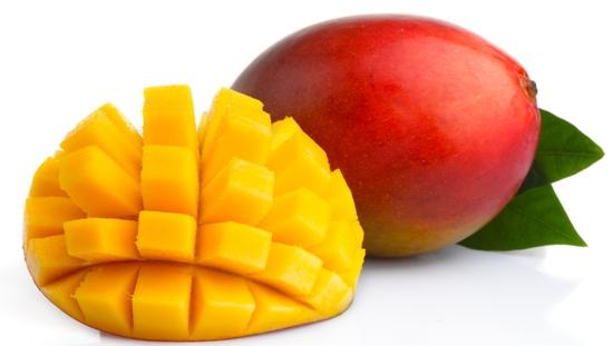 Спелое нарезанное манго